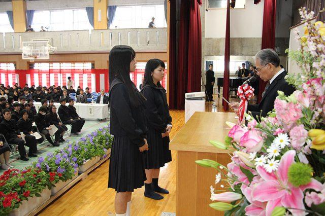 卒業式予行演習と城岳賞の贈呈