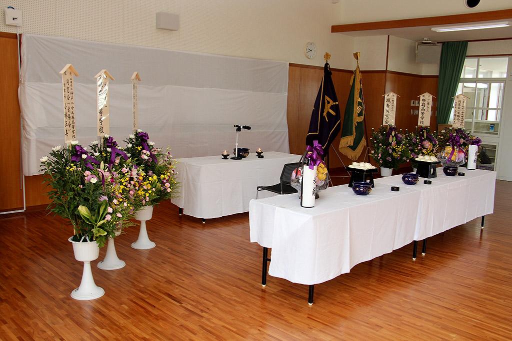 二中健児の塔慰霊祭(令和2年)・今年も雨の為那覇高校講堂に会場を変更しました。