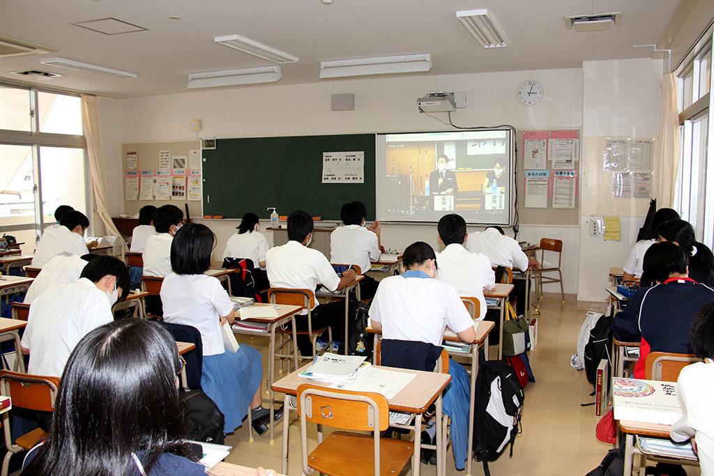 城岳講座、大講堂と各教室への配信で実施