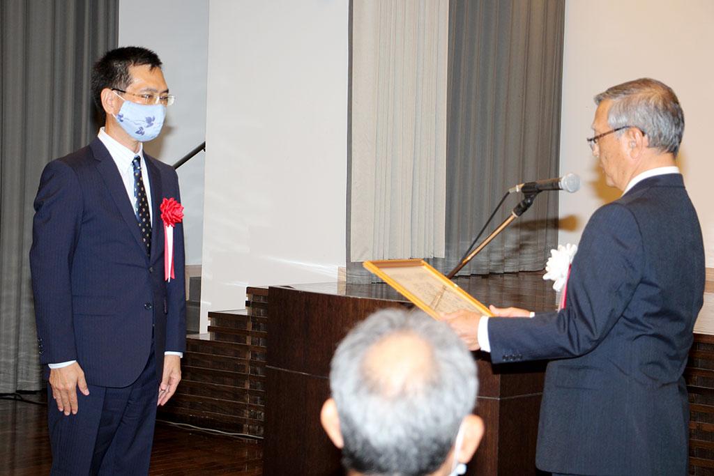 宮城 光秀第24代PTA会長へ感謝状の贈呈