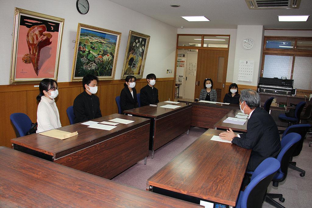 森田邦弘副会長から保護者へ大学生活の過ごし方について激励をしました。