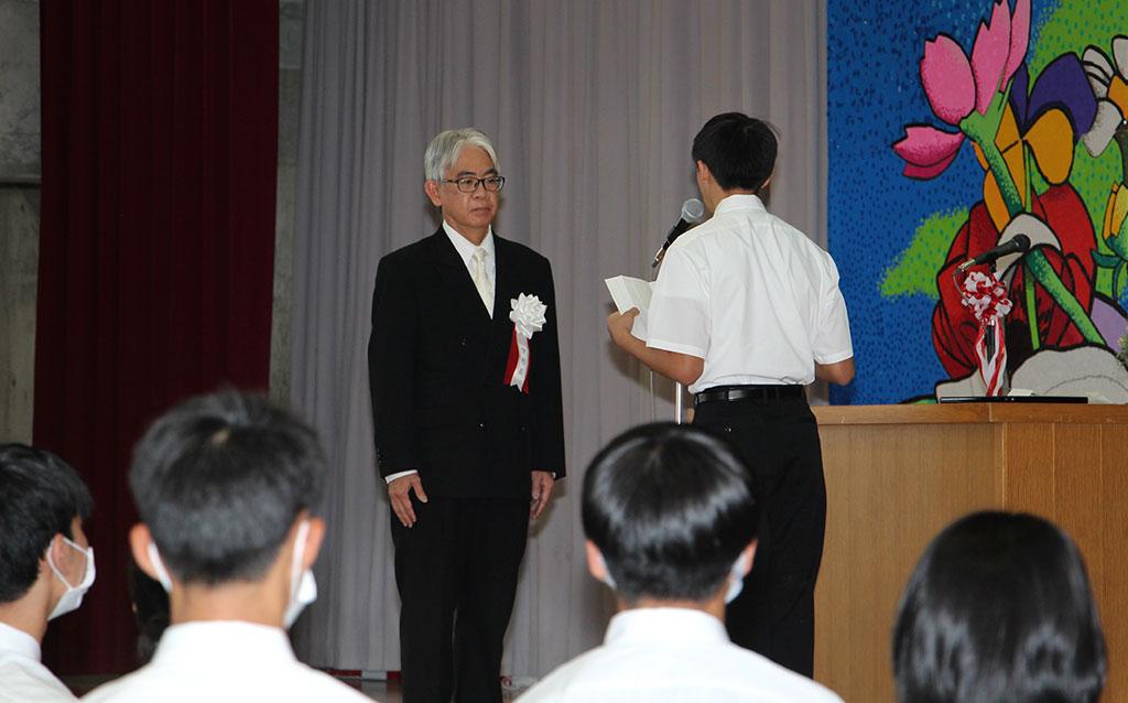 新入生代表による宣誓書の朗読