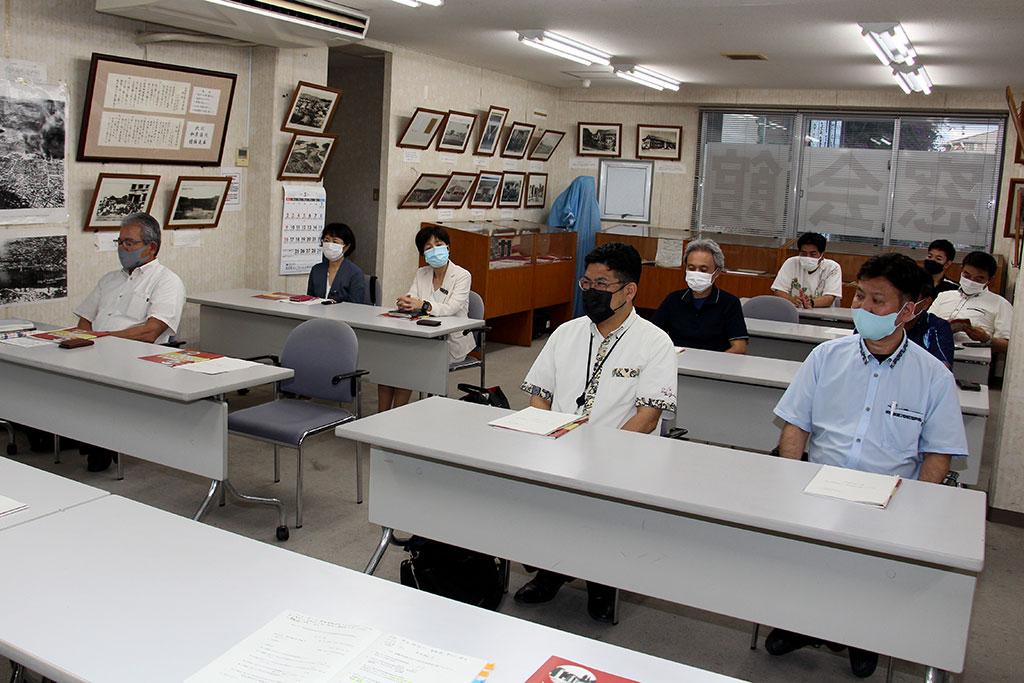 学校・PTA・同窓会それぞれの代表が参加して審議された。