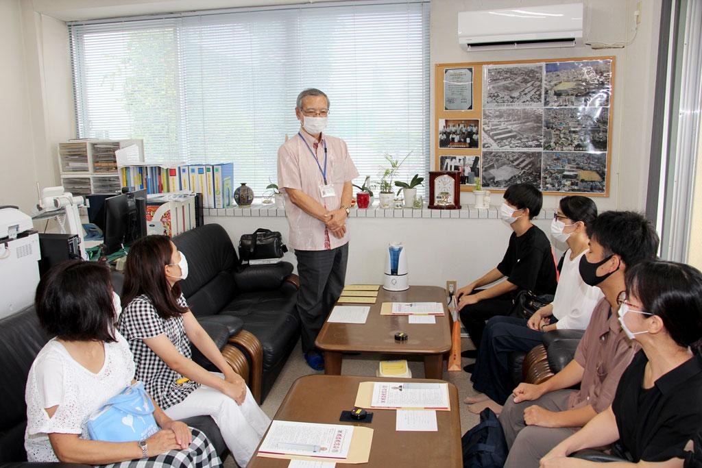 A氏奨学生13期生:宮里会長からA氏奨学事業の趣旨を説明する