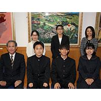 第13期A氏奨学生への認定証と奨学金の贈